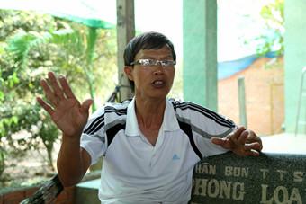 Đại tá Đỗ Ngọc Bình say sưa với những câu chuyện về thời điểm làm nhiệm vụ bảo vệ Cô Lin - Len Đao giữa năm 1988 - Ảnh: Độc Lập