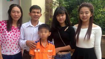 Hạ Vi (áo đen) bên gia đình ngày chưa xảy ra biến cố - Ảnh do gia đình Hà Vi cung cấp