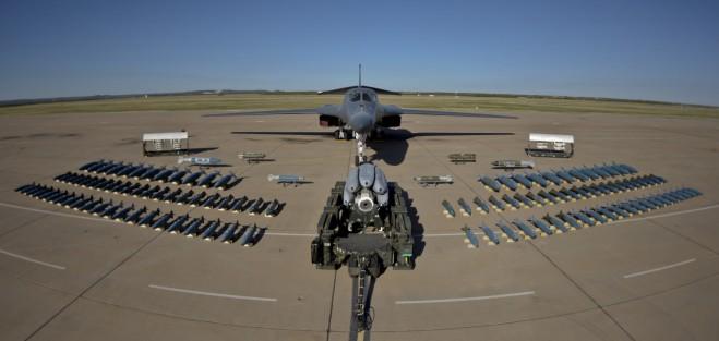 may-bay-nem-bom-b-1-lancer-2