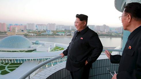 Lãnh đạo Kim Jong-un tỏ ra hài lòng mỹ mãn trước sự phát triển của Bình Nhưỡng KCNA/REUTERS