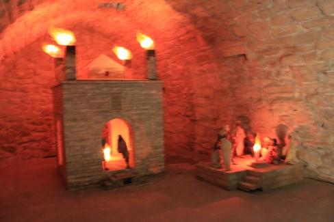 Thăm đền thần lửa - di tích của Azerbaijan (cách Baku 40 km, là một điểm dừng chân của con đường tơ lụa- nơi tu thiển của những tu sỹ Ấn độ.