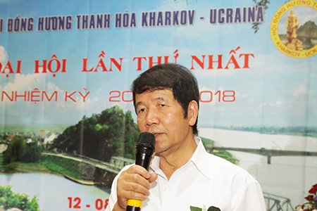Đại diện Hội người Việt Nam tỉnh Kharkov, ông Nguyễn Trọng Cơ - Phó chủ tịch Hội đến chúc mừng Đại hội