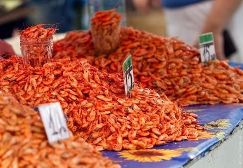 Chợ Privoz ở Odessa, nới có bán nhiều loại thực phẩm, rau quả ngon và rẻ.