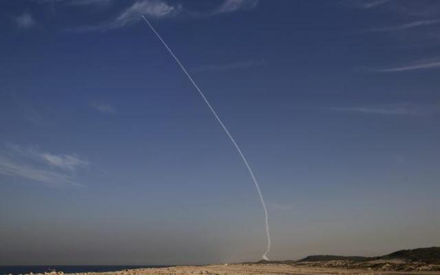 Arrow 3 trong lần phóng thử tại Israel năm 2015. Ảnh: Reuters